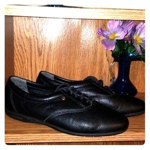 Black Easy Spirit Motion Shoes